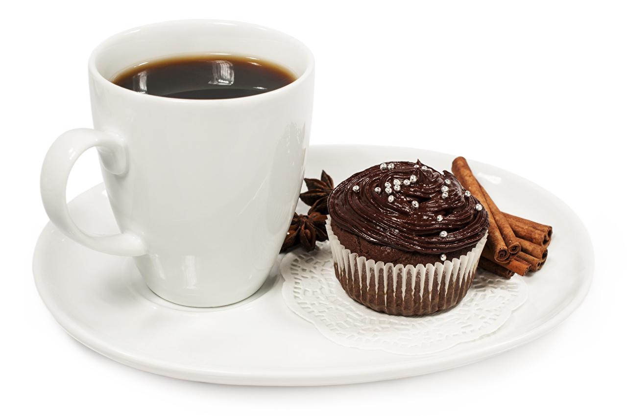 Foto Schokolade Kaffee Zimt Tasse Teller Lebensmittel Törtchen Weißer hintergrund das Essen