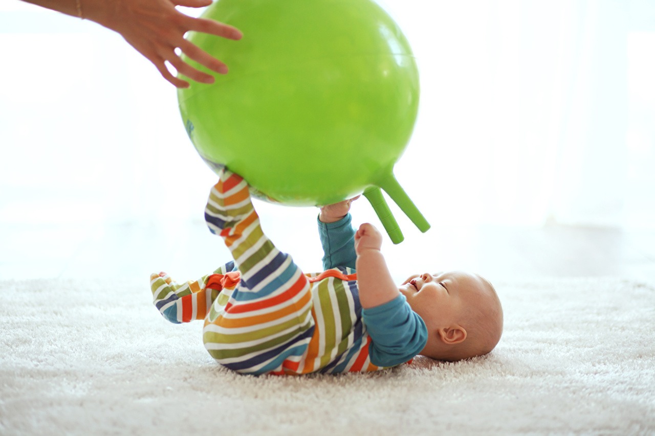 Fotos Säugling Kinder Ball Hand Baby kind