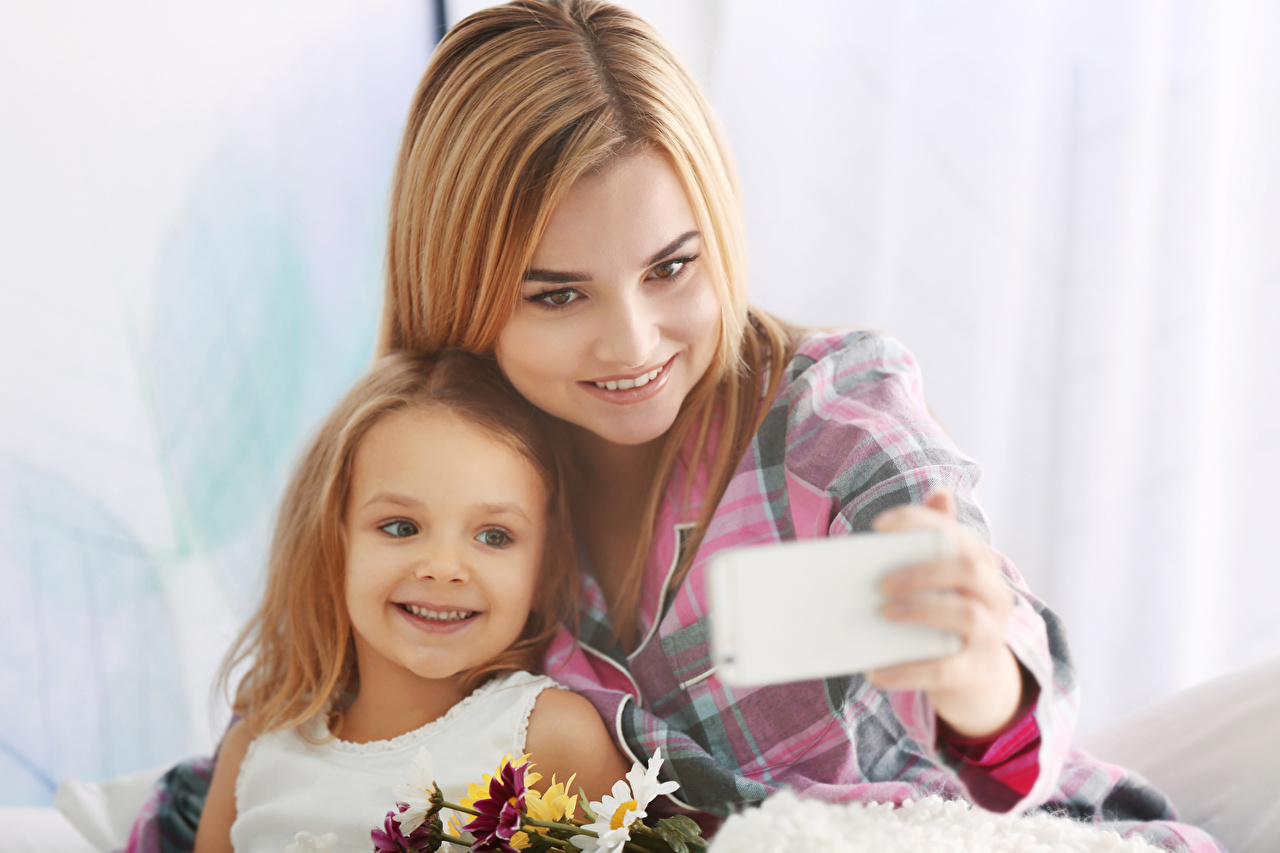 Photos Little girls Blonde girl Smile Selfie Mother Children Girls child female young woman