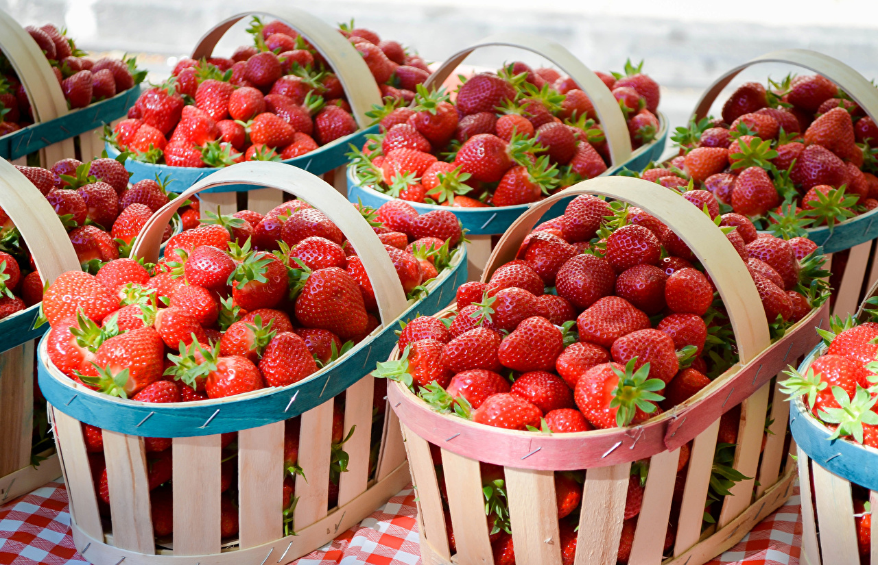 Wallpaper Strawberry Wicker basket Food Many