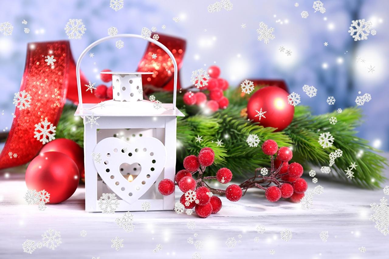 Foto Neujahr Herz Schneeflocken Ast Lampe Kugeln