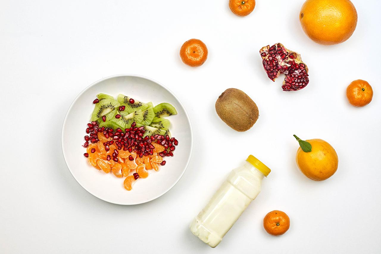 Picture Mandarine Orange fruit Kiwifruit Pomegranate Food Plate Salads bottles White background Kiwi Chinese gooseberry Bottle