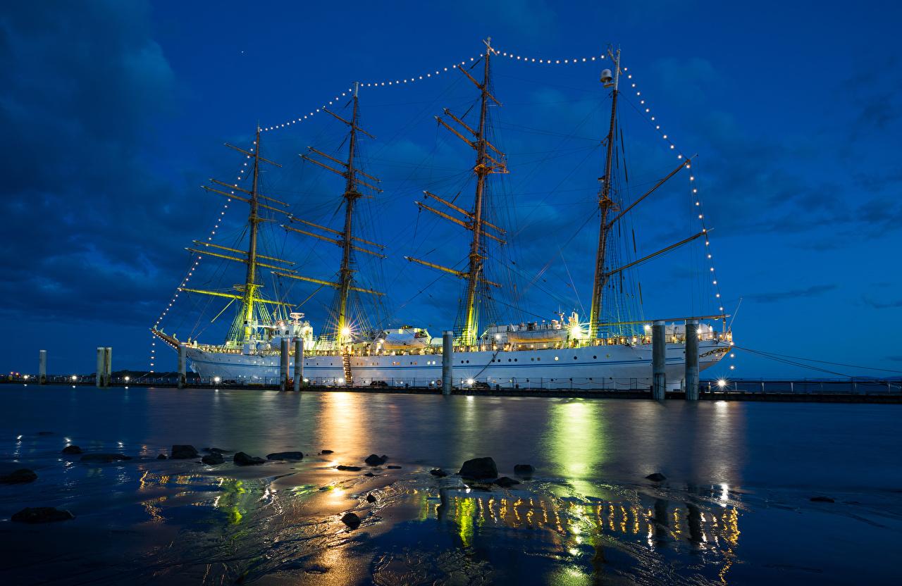 Fotos Schiffe Nacht Segeln Lichterkette Schiffsanleger Schiff Bootssteg Seebrücke