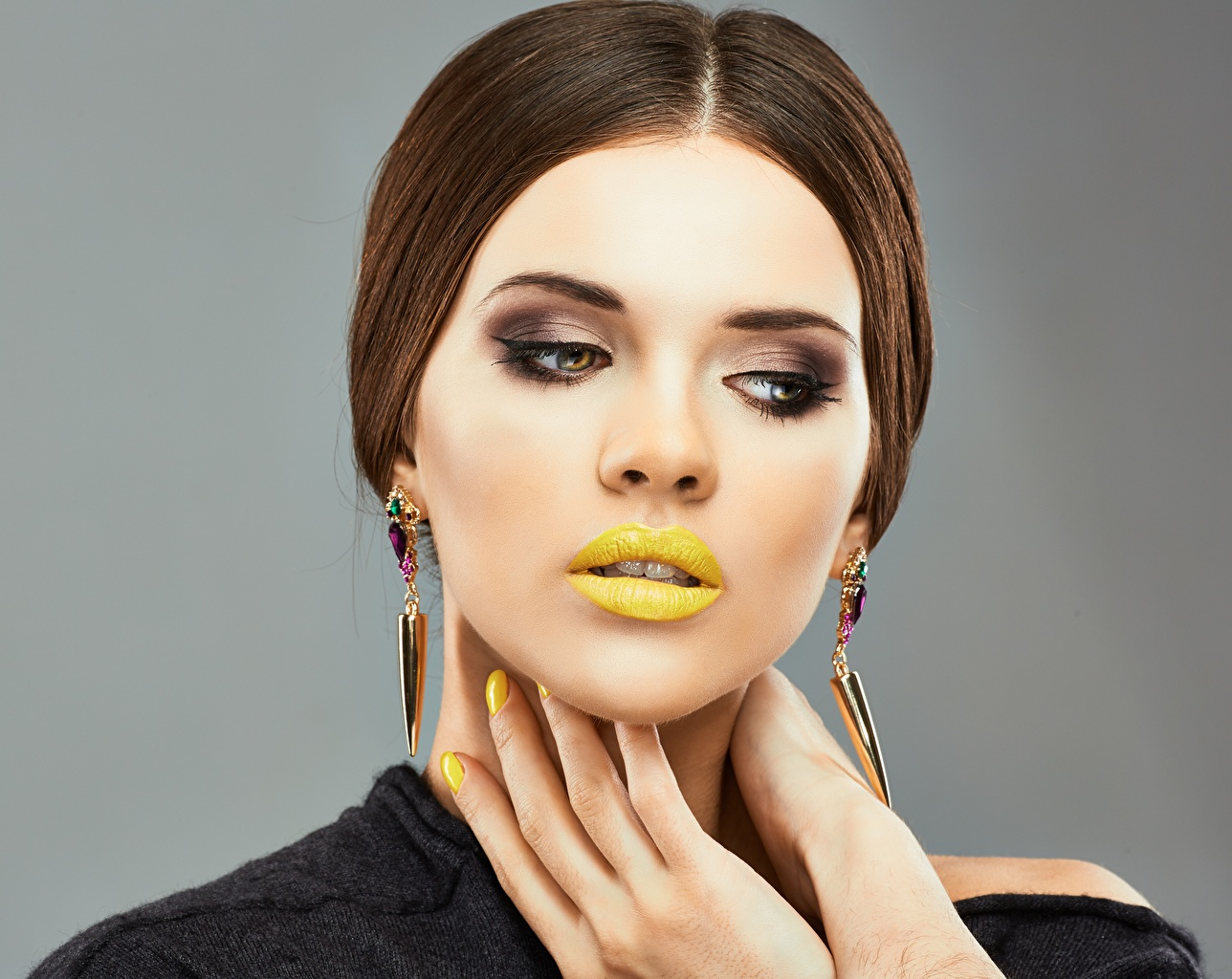 Images Manicure Modelling Makeup hairdo Girls Lips Hands Model haircut Hairstyle hairstyles female young woman