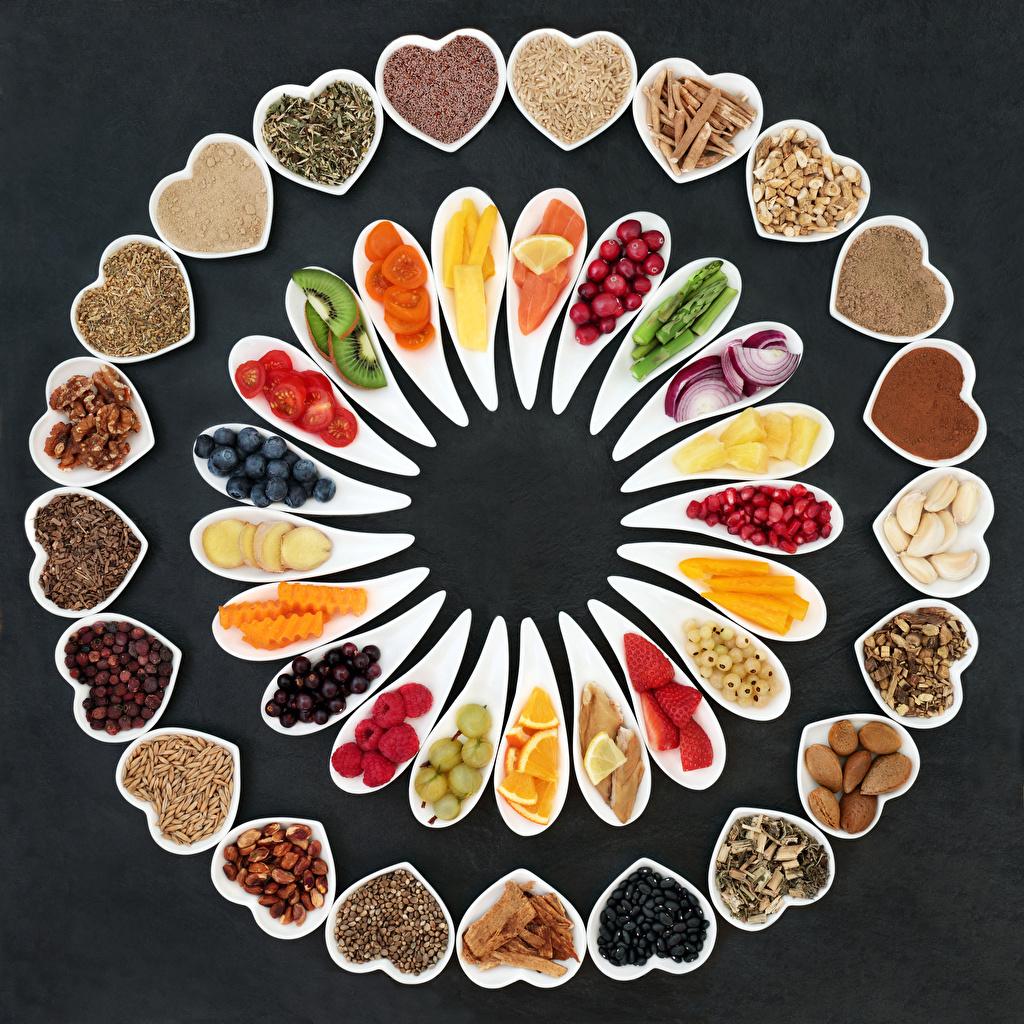 Fotos von Herz Obst Beere Gemüse Gewürze das Essen Nussfrüchte Grauer Hintergrund Lebensmittel Schalenobst