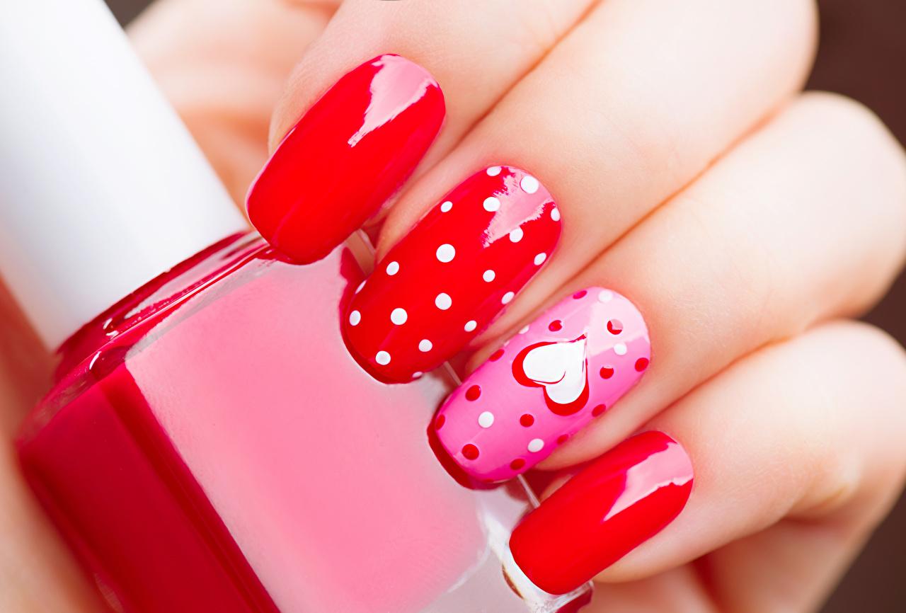 Fotos von Valentinstag Maniküre Herz Finger Großansicht Design