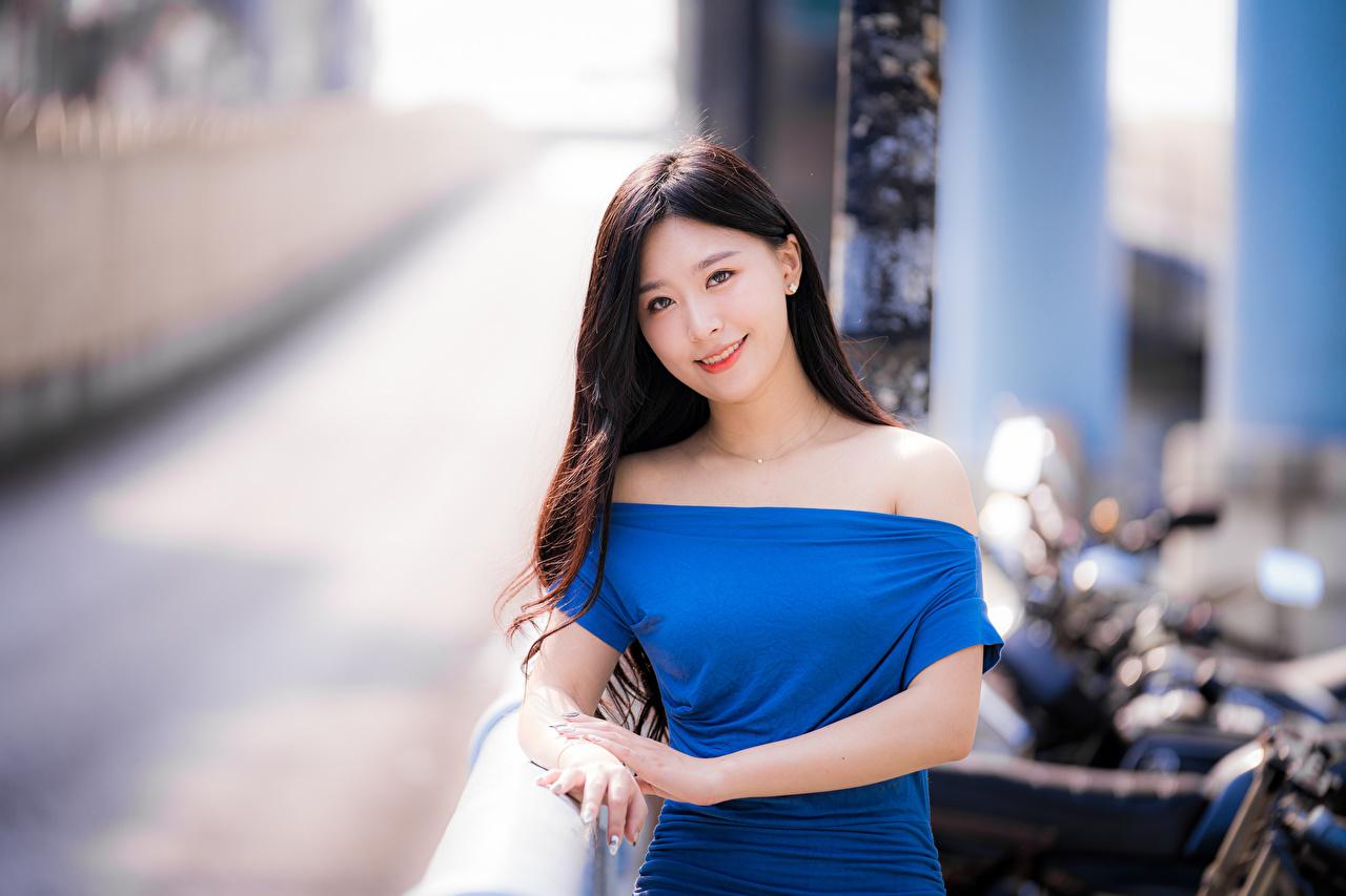 Bilder von Bokeh Mädchens Asiatische Starren Kleid unscharfer Hintergrund junge frau junge Frauen Asiaten asiatisches Blick
