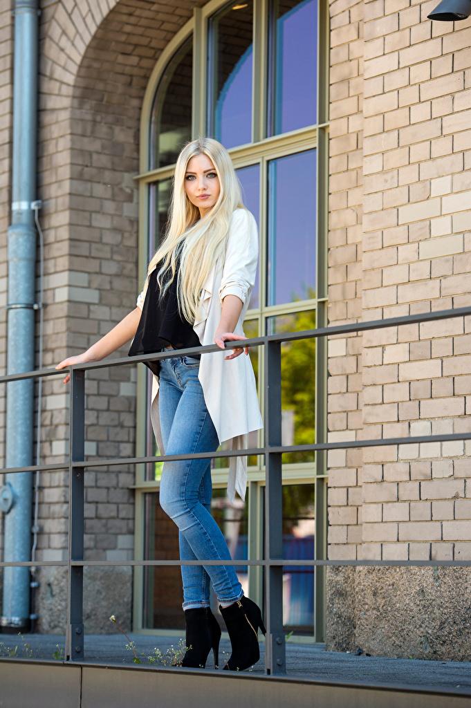 Tapeta na pulpit Blondynka Soraya, Miss Germany 2017 pozować młoda kobieta Dżinsy Spojrzenie  dla Telefon komórkowy Poza dziewczyna Dziewczyny młode kobiety wzrok