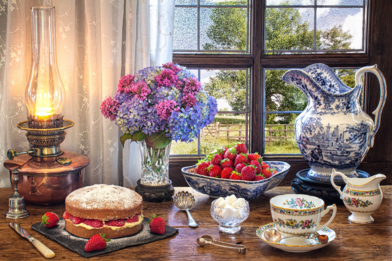 Pictures Pie Kerosene lamp pitcher Hydrangea Strawberry Cup Food Window Still-life paraffin lamp jugs Jug container