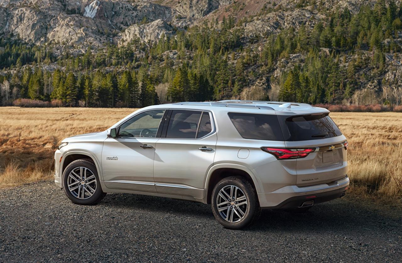 Desktop Hintergrundbilder Chevrolet Softroader High Country, Traverse, 2021 Metallisch Autos Seitlich Silber Farbe Crossover auto automobil