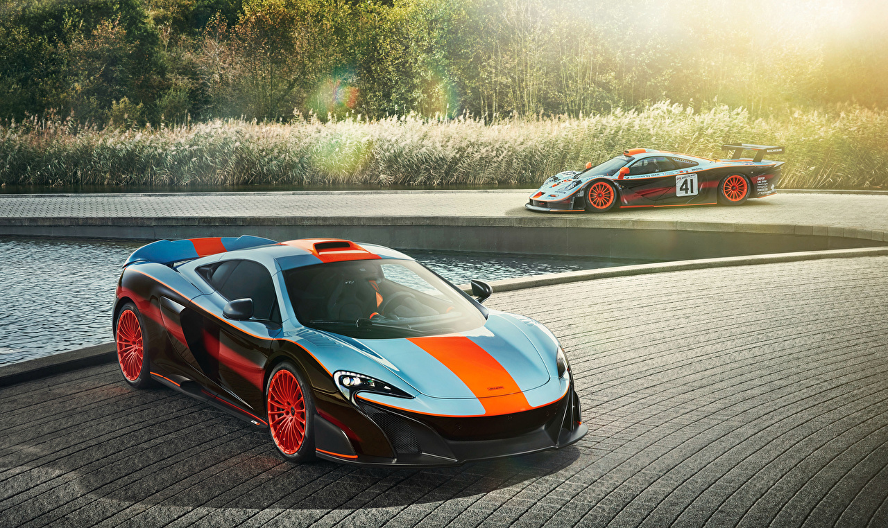 Image 2018 F1, McLaren MSO 675LT Gulf Racing Theme Two Cars 2 auto automobile