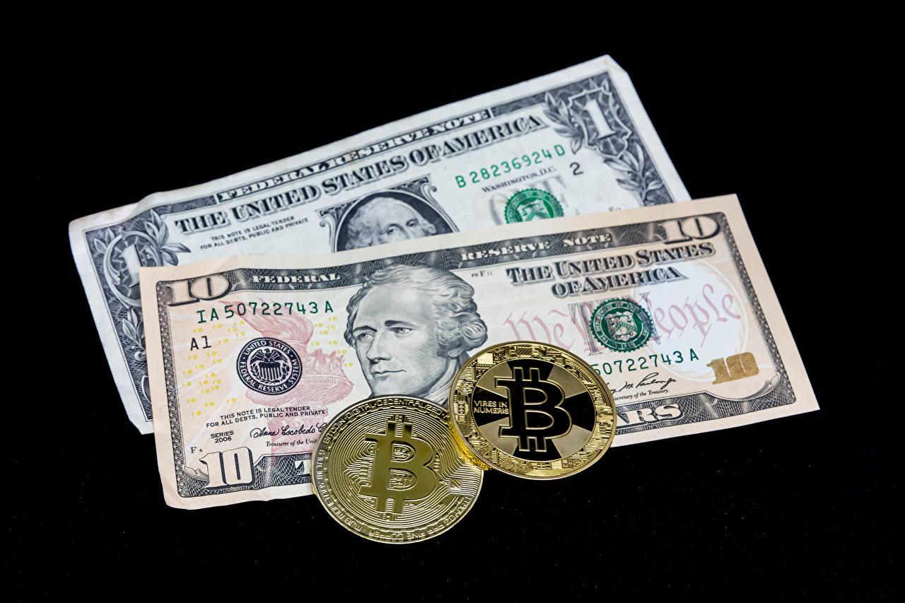 Dinheiro Papel-moeda Dollars Moedas Bitcoin Fundo preto