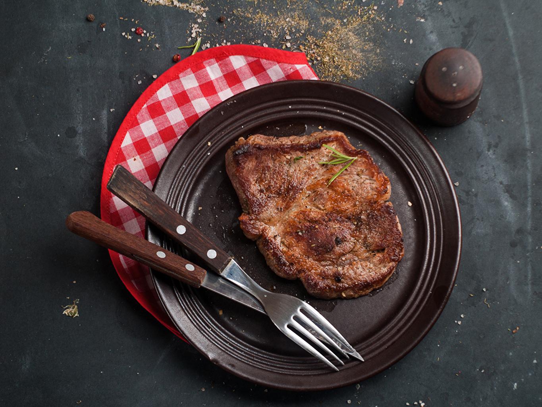 Desktop Hintergrundbilder Messer Gabel Teller das Essen Fleischwaren Essgabel Lebensmittel