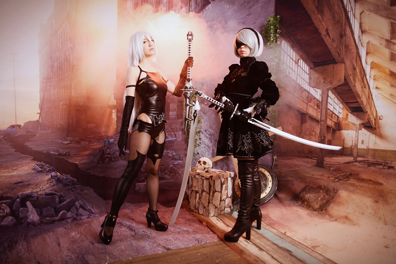 Images Swords Blonde girl Warriors costume play Nier: Automata, Japanese 2 Girls Games warrior Cosplay cosplayers Two female young woman vdeo game