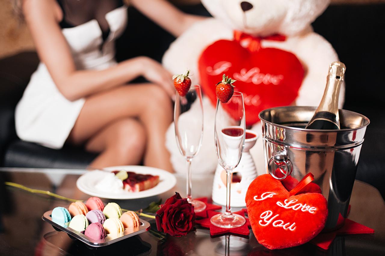Foto Valentinstag macarons Herz Rosen Bonbon Schaumwein Weinglas Lebensmittel Feiertage Macaron Rose Champagner das Essen