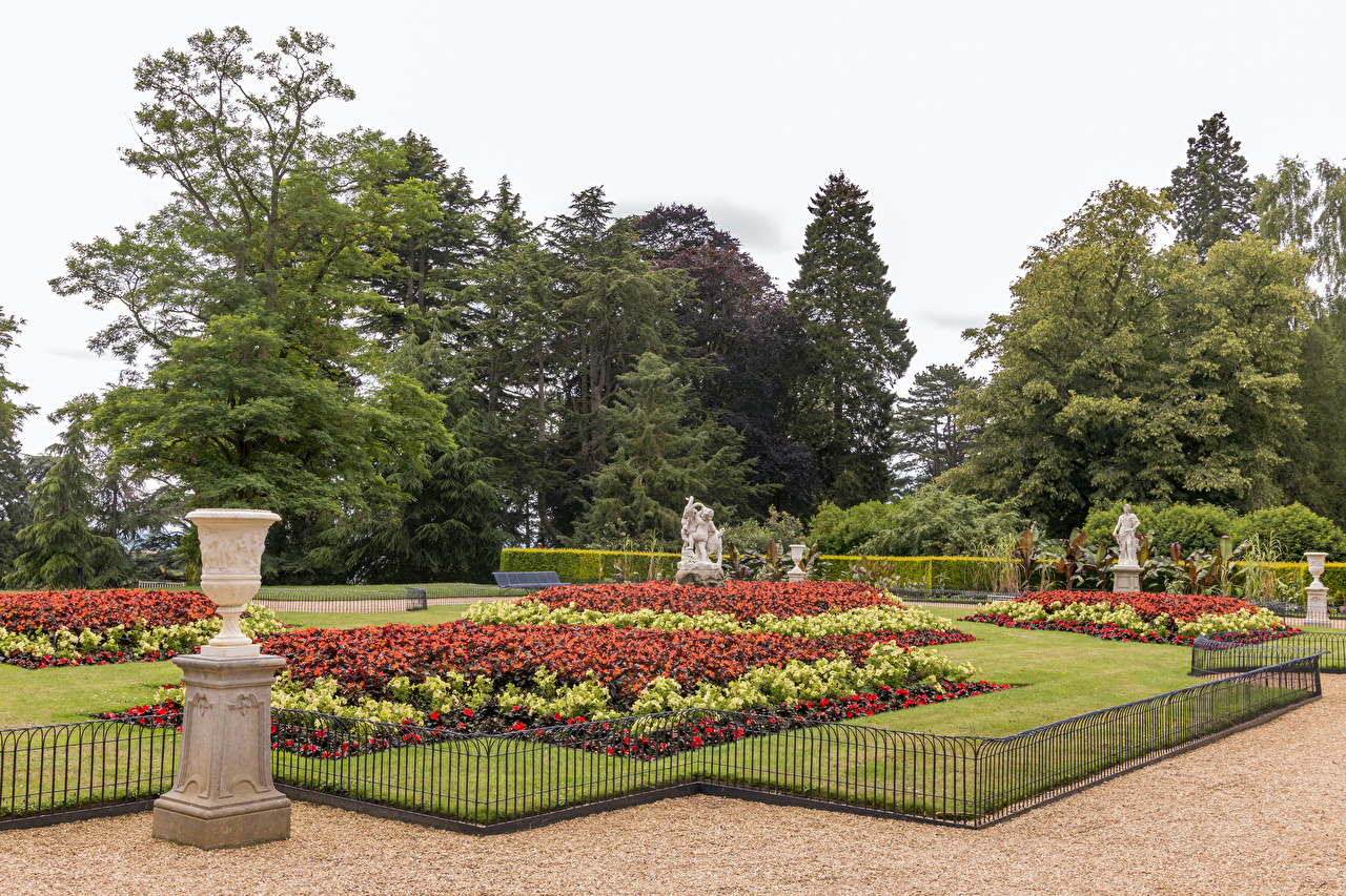Photo United Kingdom Waddesdon Manor Nature Fence Gardens Lawn Trees Sculptures