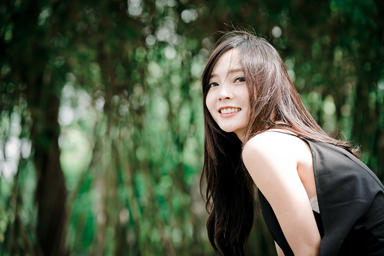 Images Brown haired Smile blurred background Girls Asian Glance Bokeh female young woman Asiatic Staring