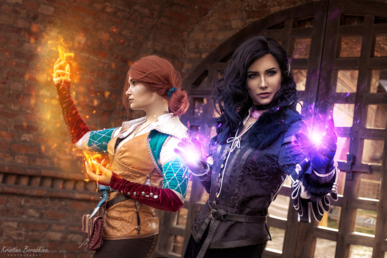 Wallpaper The Witcher 3: Wild Hunt Magic Redhead girl Brunette girl costume play Yennefer, Triss, Kristina Borodkina Two Girls Hands sorcery Cosplay cosplayers 2 female young woman