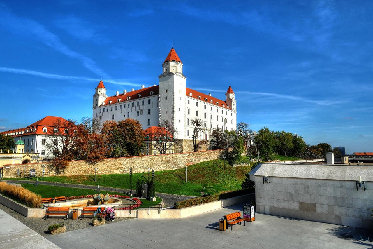 Bilder von Slowakei Bratislava Herbst Himmel Städte