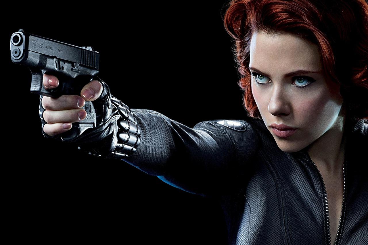 zdjęcie pistolet Avengers (film 2012) Scarlett Johansson Pistolety