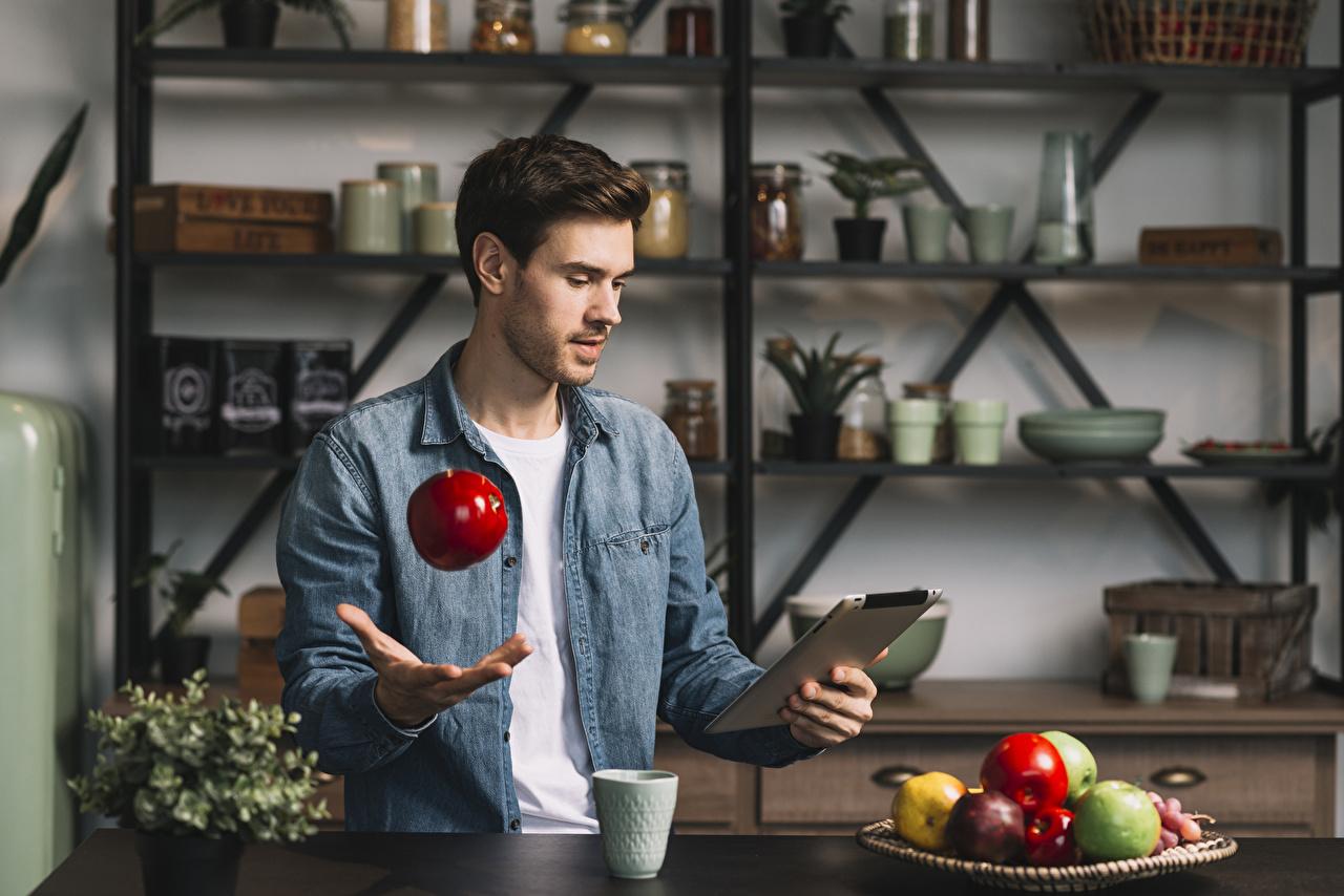 Bilder von Tablet-PC Mann Äpfel Hand Obst Tablet-Computer