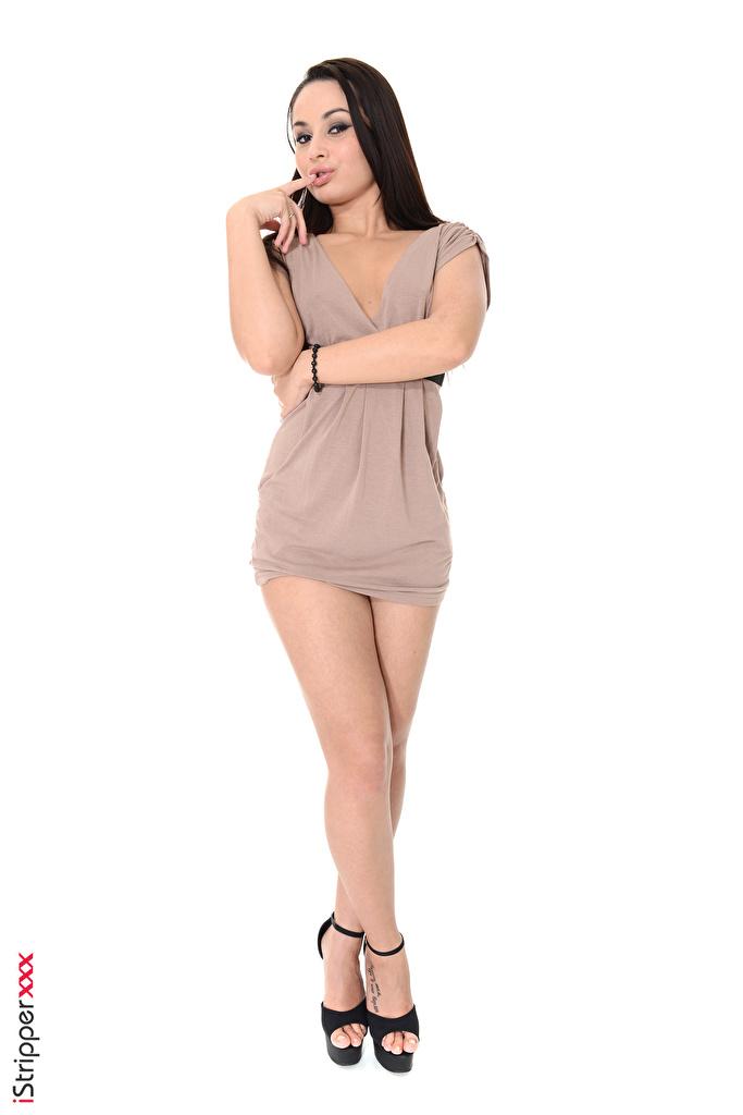 Bilder Aurelly Rebel Crystal Kristall Rush Brünette iStripper Mädchens Bein Hand Weißer hintergrund Kleid High Heels  für Handy junge frau junge Frauen Stöckelschuh