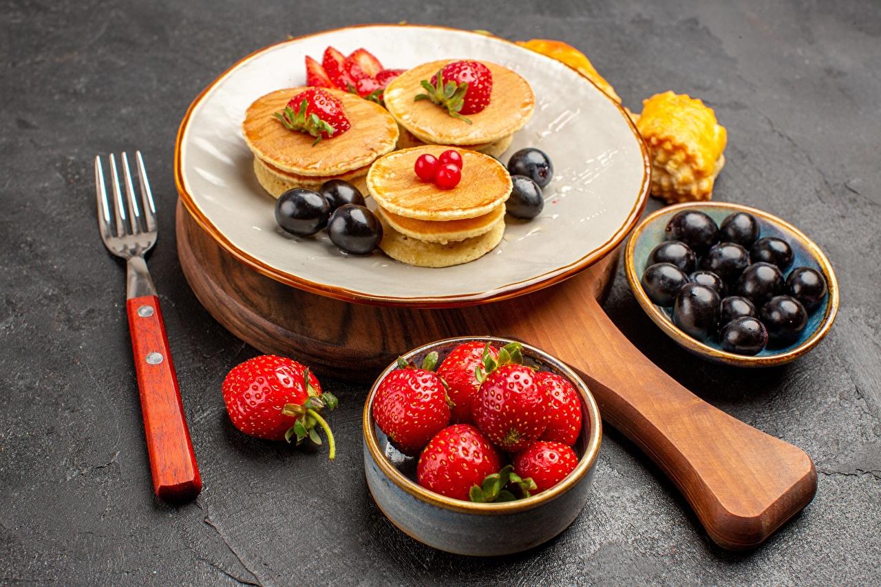 Photos hotcake Strawberry Food Fork Plate Pancake