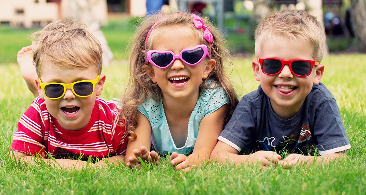 Photos Little girls Boys Smile Children Grass Glasses Three 3 child eyeglasses
