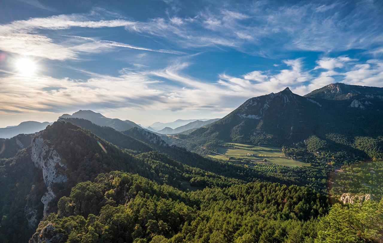 Desktop Hintergrundbilder Spanien Berga, Catalonia Natur Gebirge Himmel Wolke Bäume Berg