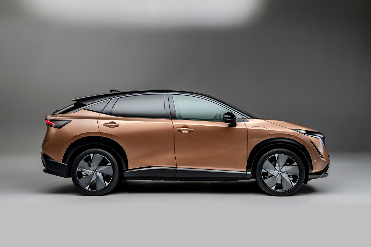 Tapety na pulpit Nissan CUV Ariya e-4orce, Worldwide, 2021 samochód Metaliczna Widok z boku Szare tło Crossover Samochody na szarym tle