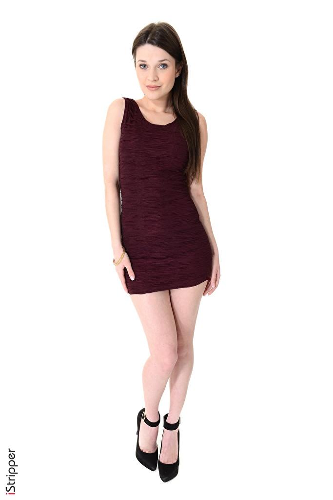 Fotos Serena Wood Brünette iStripper junge frau Bein Hand Weißer hintergrund Kleid High Heels  für Handy Mädchens junge Frauen Stöckelschuh