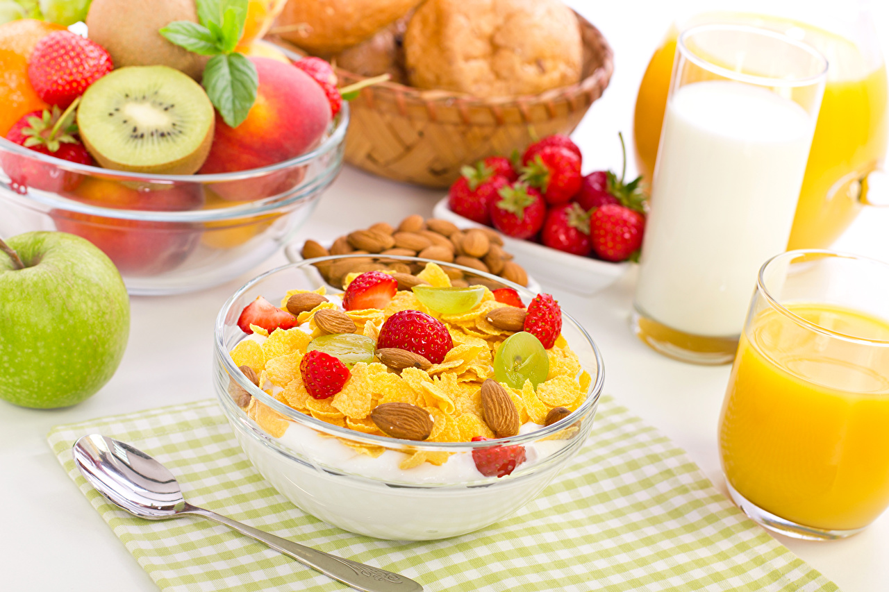 Hintergrundbilder Milch Saft Äpfel Trinkglas Erdbeeren Obst Müsli Lebensmittel Fruchtsaft