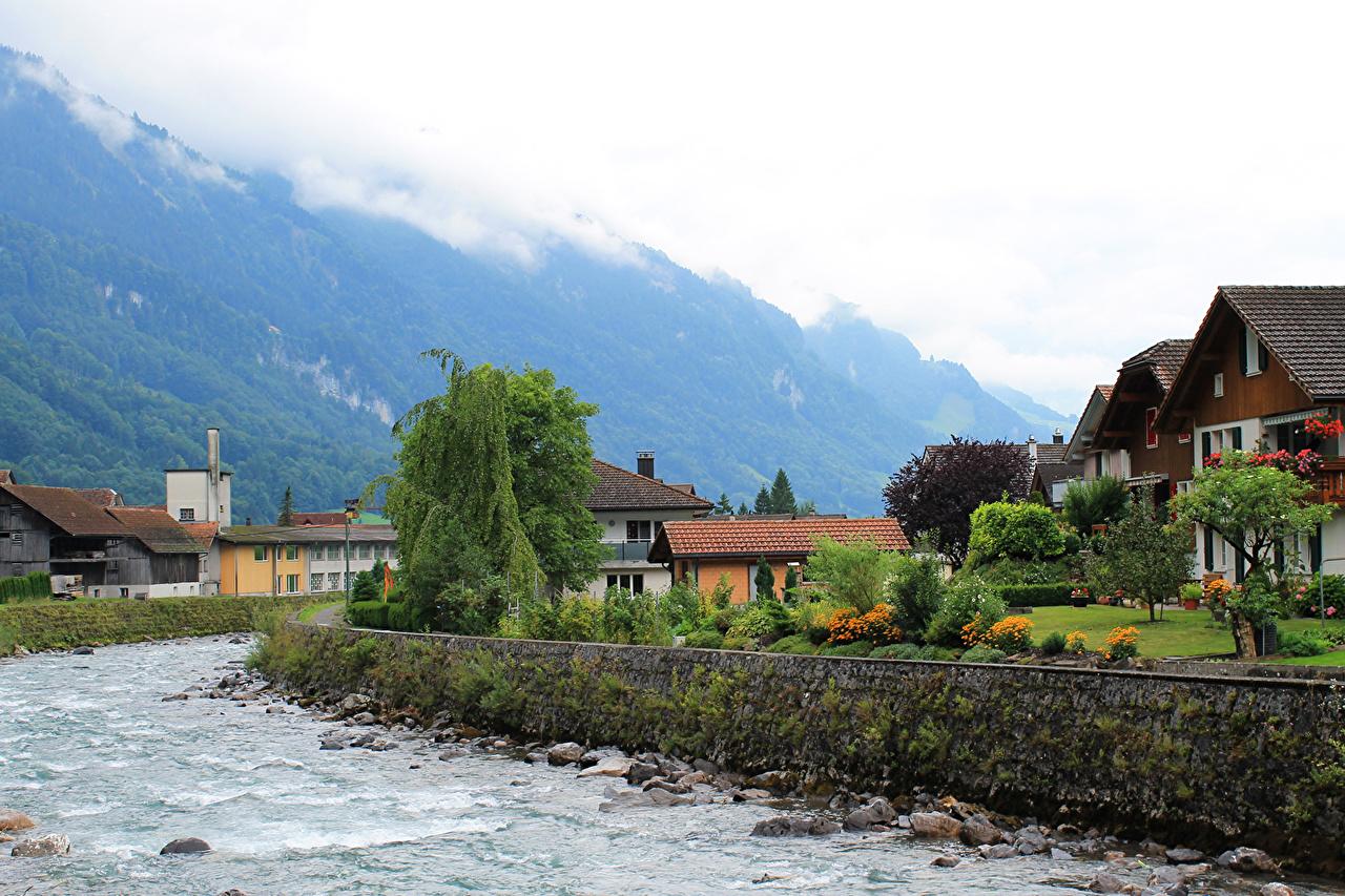 Immagine Svizzera Muotathal Montagne Fiumi Città Alberi edificio montagna fiume La casa