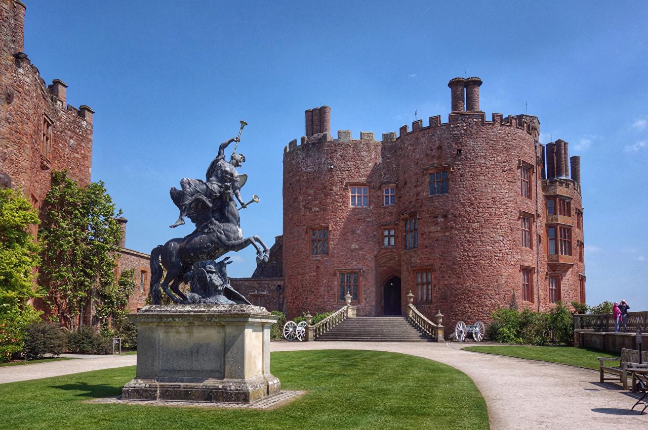 Bilder Denkmal Vereinigtes Königreich Powis Castle Burg Treppen Rasen Städte Stiege Treppe