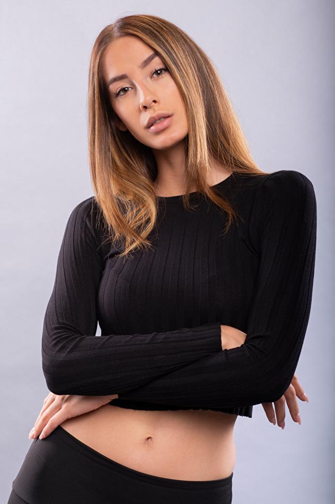 Desktop Hintergrundbilder Braune Haare Brenda Pose Mädchens Starren  für Handy Braunhaarige posiert junge frau junge Frauen Blick