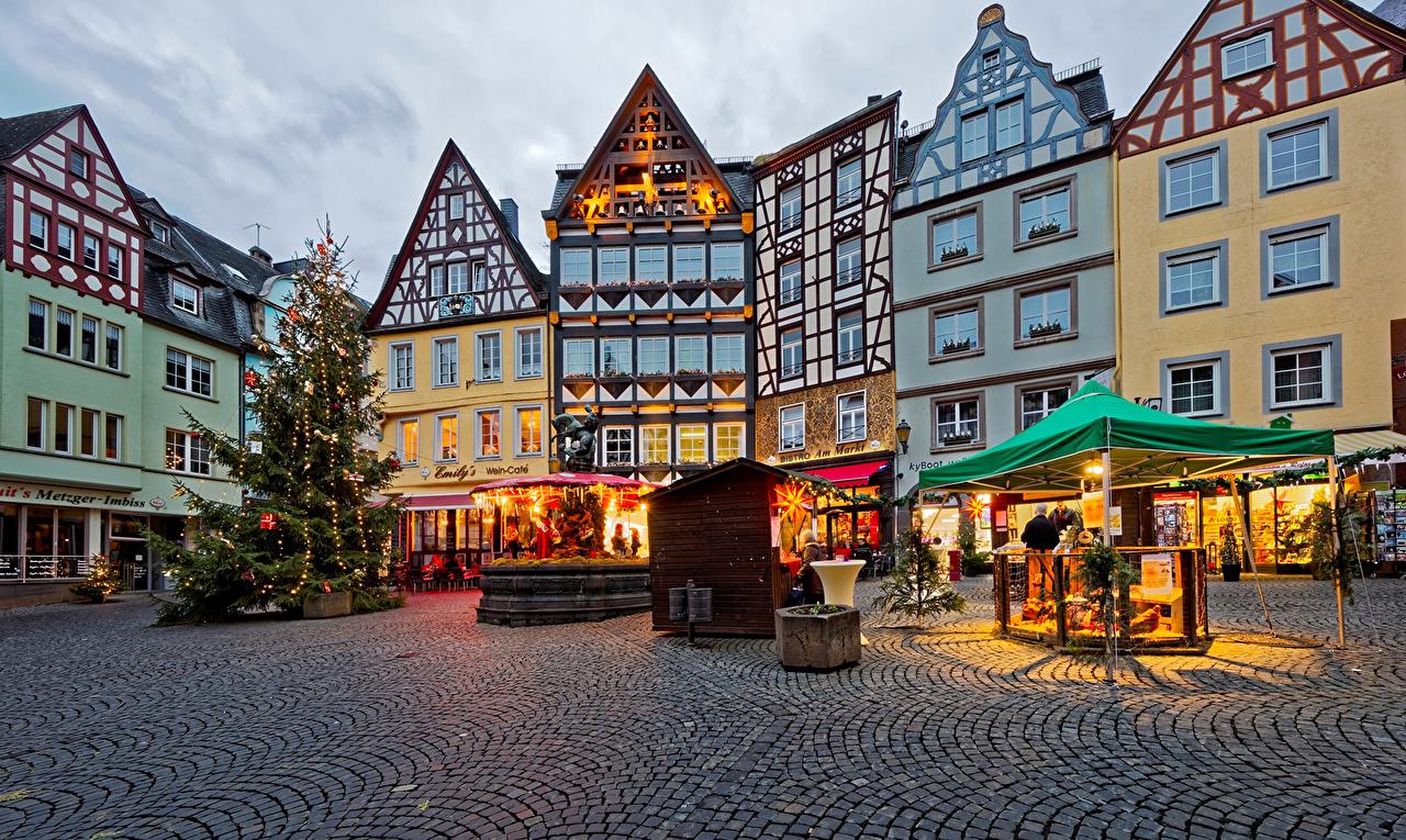 Cochem Weihnachtsmarkt.Photo Cochem Germany Christmas New Year Tree Street Cities Building