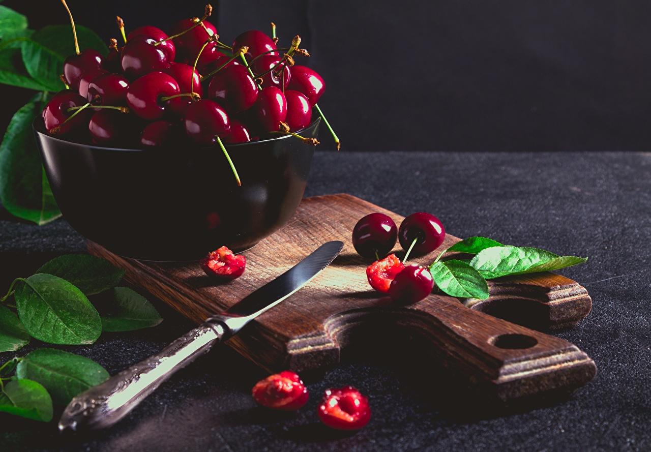 Desktop Hintergrundbilder Blattwerk Messer Kirsche Schüssel das Essen Schneidebrett Blatt Lebensmittel