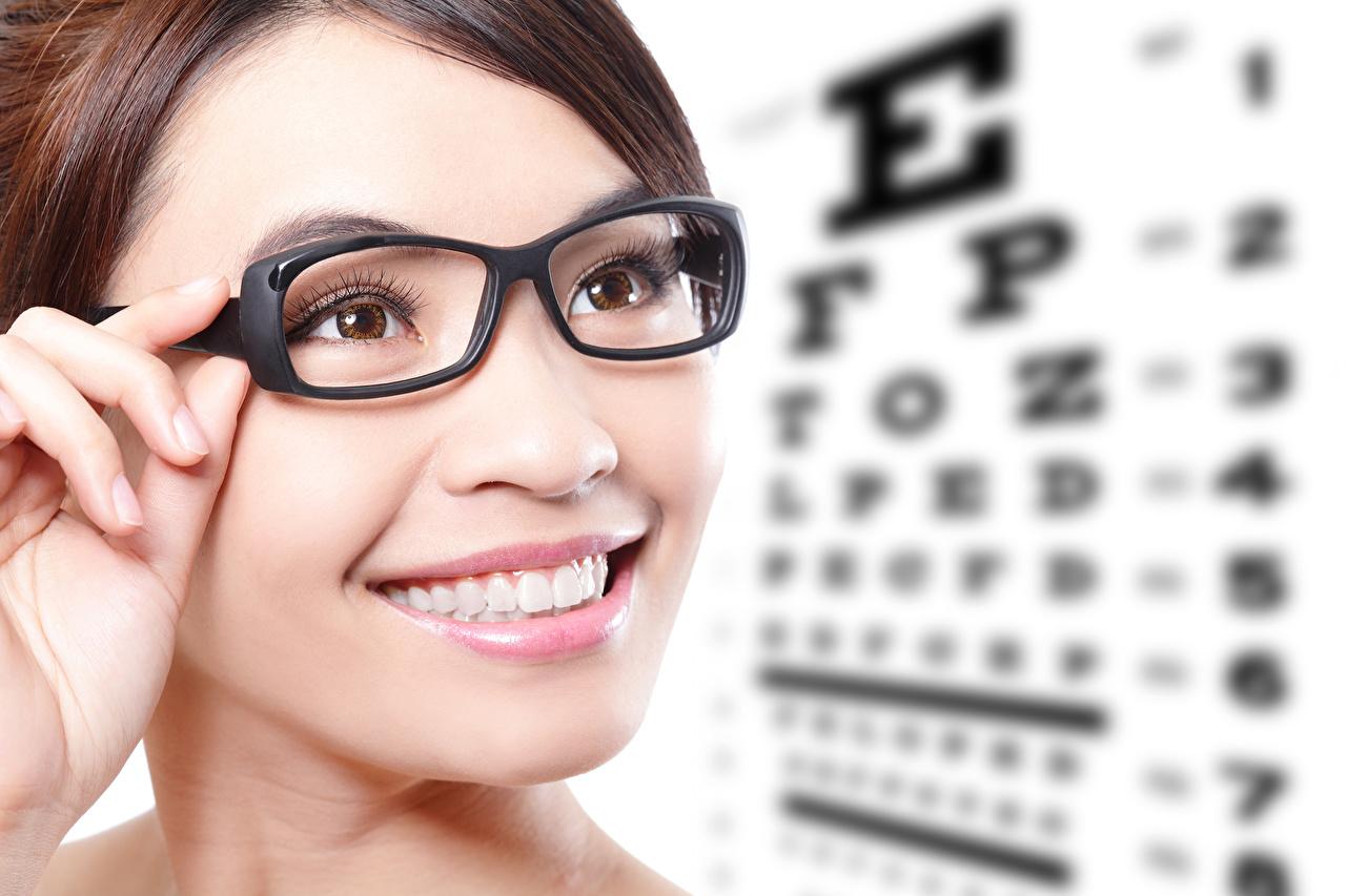Dedos da mão Face Sorrir Óculos Dentes jovem mulher, mulheres jovens, moça, Lunettes, Rosto Meninas