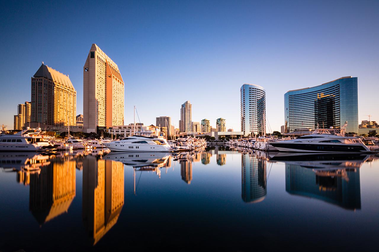 Achtergronden bureaublad San Diego Californië Amerika weerspiegeld Motorboot aanlegsteiger Wolkenkrabbers een stad verenigde staten Reflectie ligplaats Jachthaven wolkenkrabber Steden