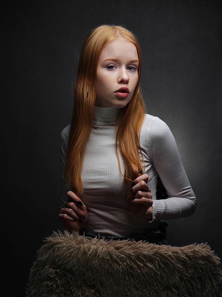 Bilder Rotschopf Lisa, Nikolay Bobrovsky Haar junge frau Hand Blick  für Handy Mädchens junge Frauen Starren