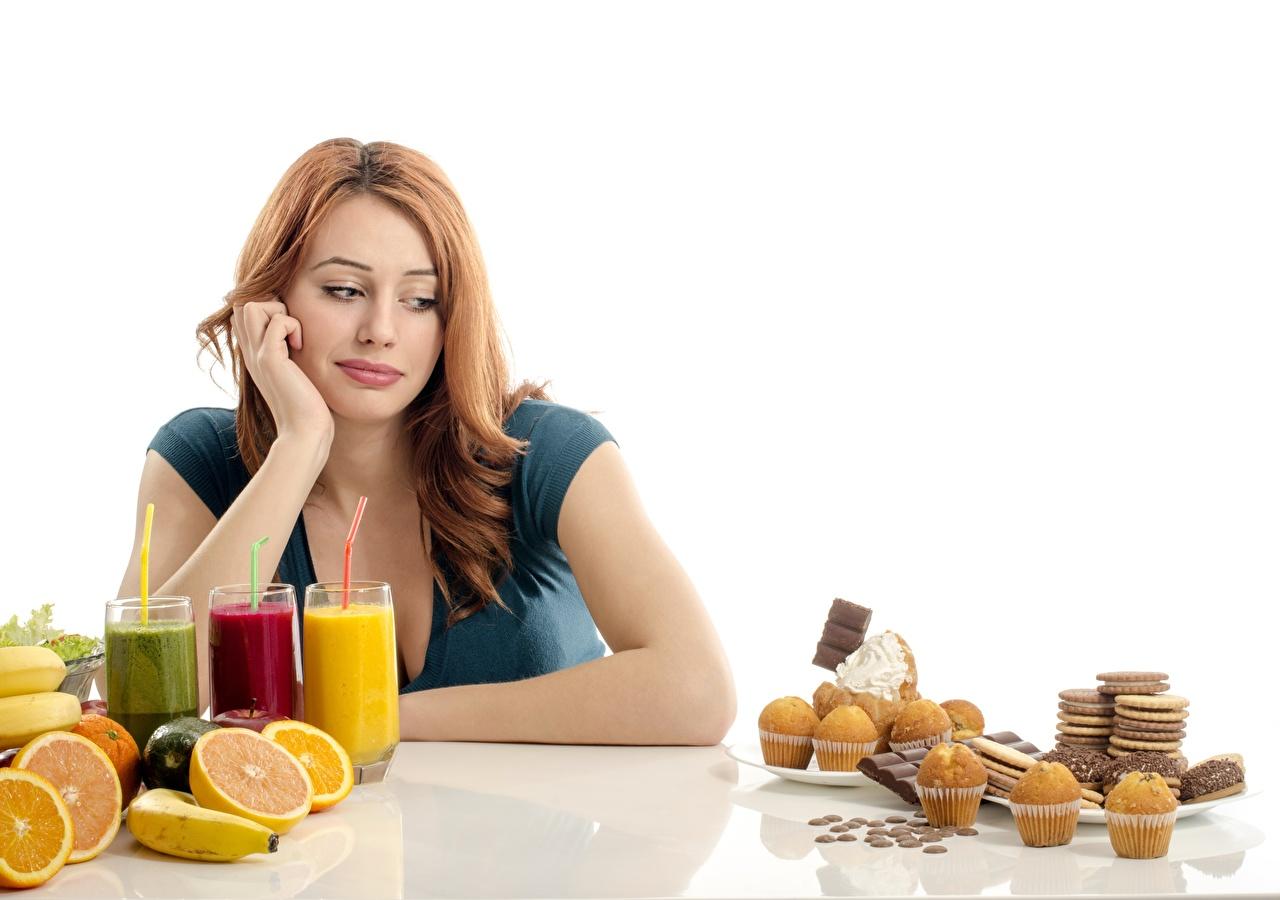 Desktop Hintergrundbilder Diät Gesunde Ernährung Mädchens Fruchtsaft Obst Kekse das Essen Backware Saft junge frau junge Frauen Lebensmittel