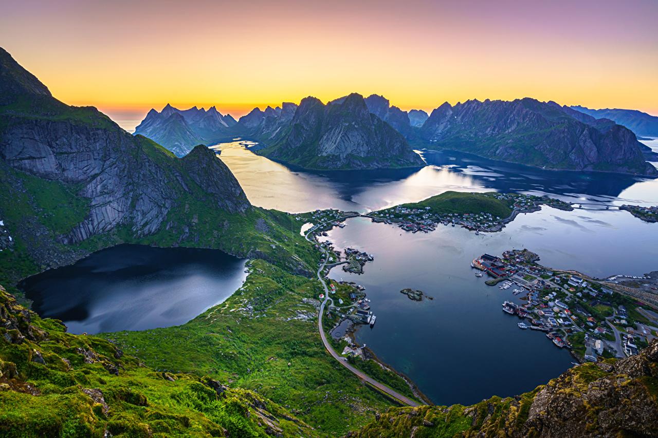 Desktop Hintergrundbilder Lofoten Norwegen Reinebringen, Reine, fjords Berg Natur Landschaftsfotografie Bucht Von oben Gebirge