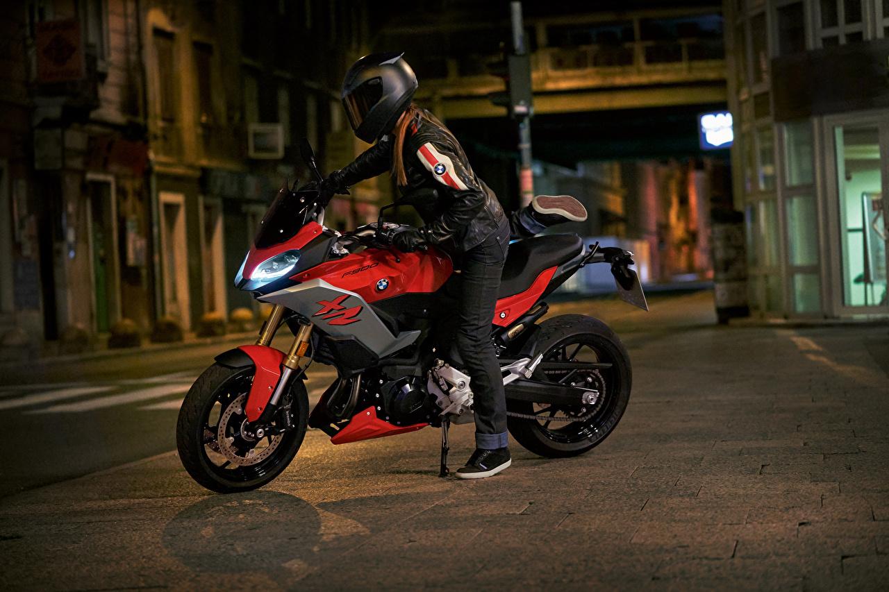 BMW - Motocicleta 2020 F 900 XR Motociclista Noche Casco motocicletas Motocicleta