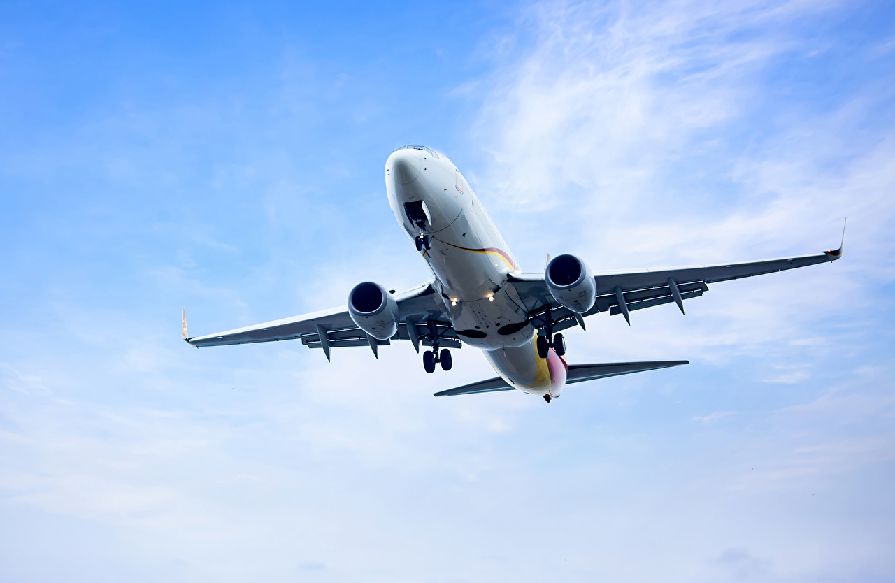 Fotos von Flugzeuge Verkehrsflugzeug Flug Luftfahrt