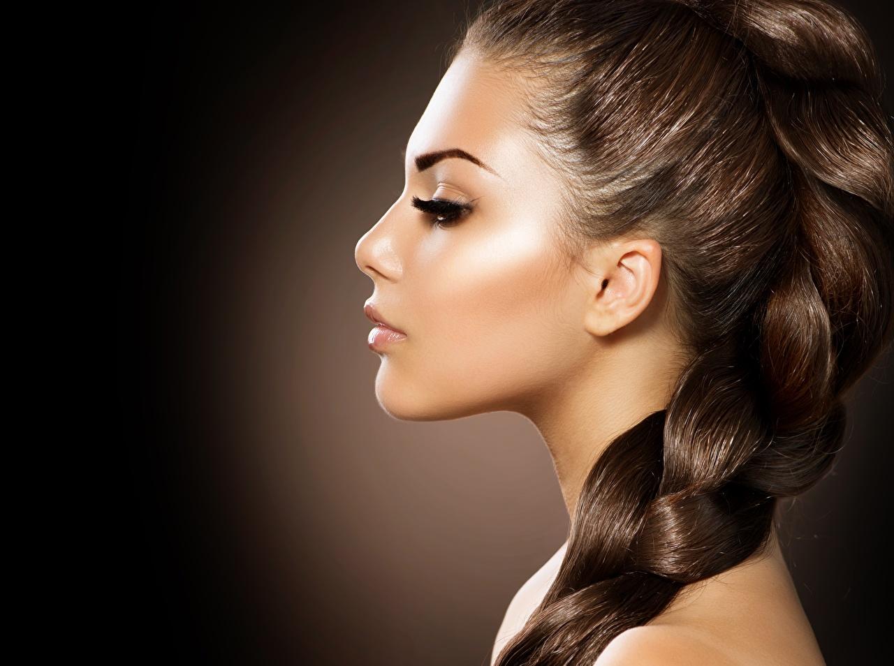 Fotos von Braune Haare Zopf Model Schminke hübsch Haar Gesicht Mädchens Braunhaarige Make Up Schön schöne hübsche schöner schönes hübscher junge frau junge Frauen