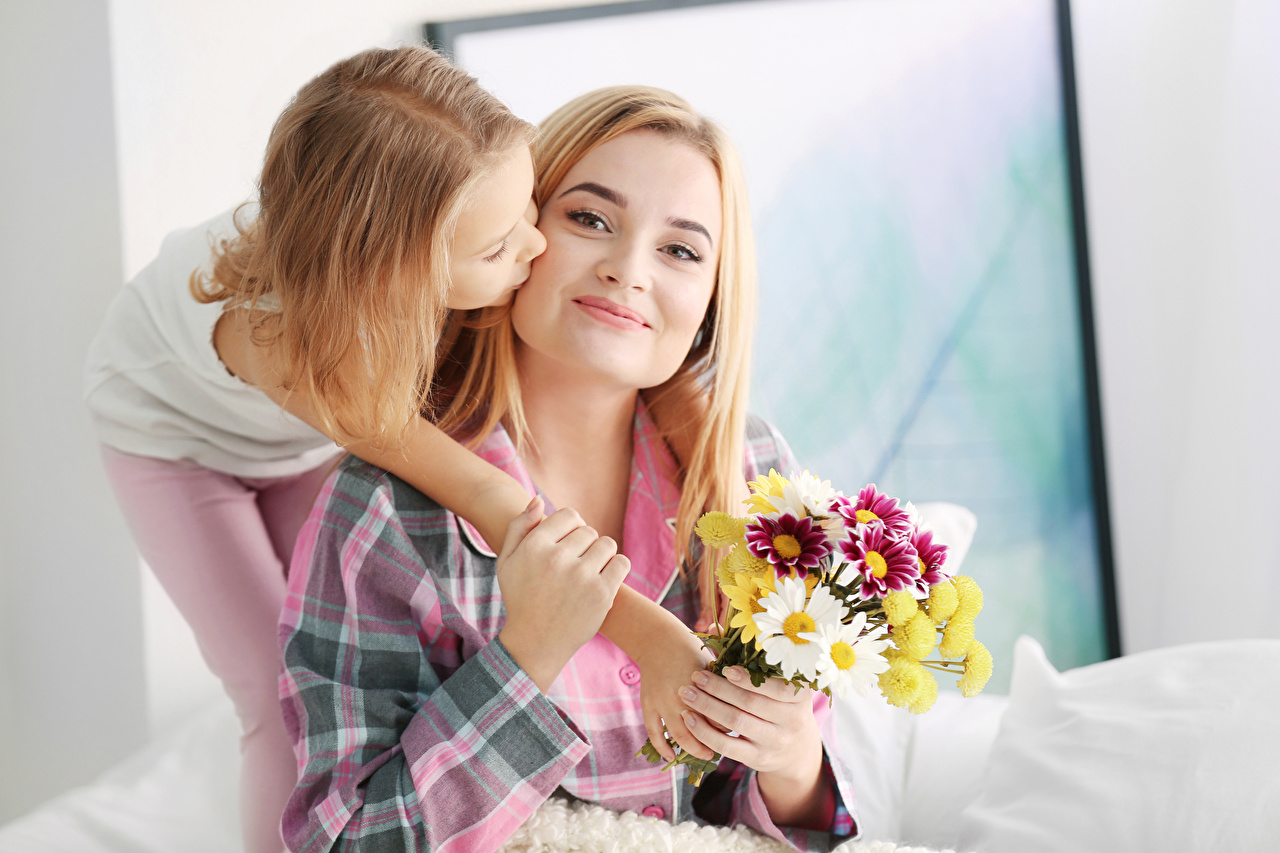 Picture Little girls Blonde girl Mother Children Bouquets 2 Girls Hands child Two young woman