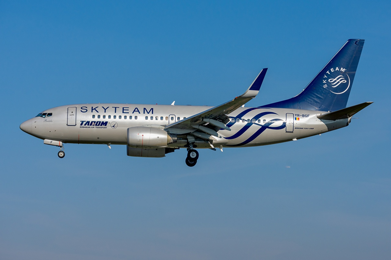 Image Boeing Airplane Passenger Airplanes TAROM Romanian 737-700W Aviation