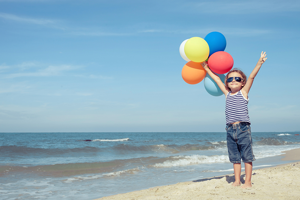 Desktop Wallpapers Little girls Toy balloon child Sea Sky Jeans Singlet balloons Children Sleeveless shirt