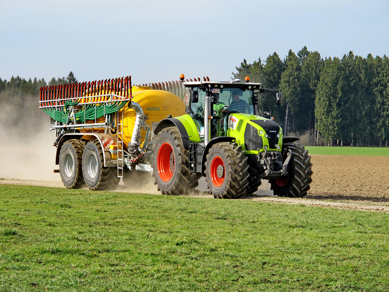 Photo Agricultural machinery Tractor 2013-17 Claas Axion 830 tractors