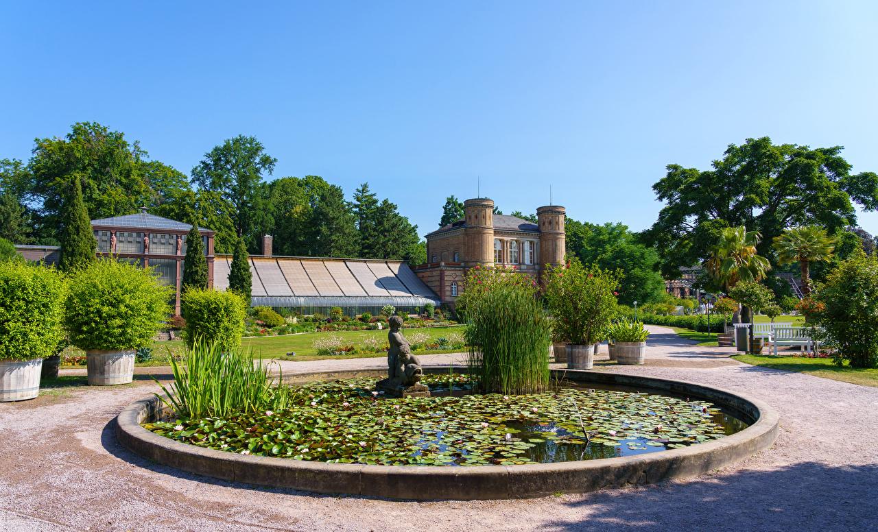 Desktop Hintergrundbilder Deutschland Springbrunnen Botanischer Garten Karlsruhe Natur Haus Strauch Skulpturen Gebäude
